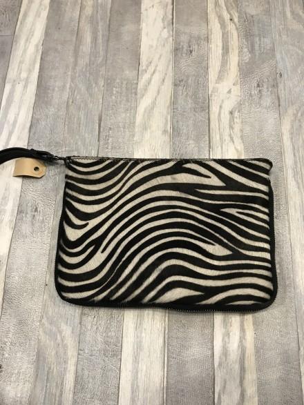 Handig zebra vacht tasje met verstelbare schouderband.