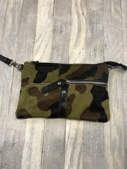 Handig groen vacht tasje met verstelbare schouderband.